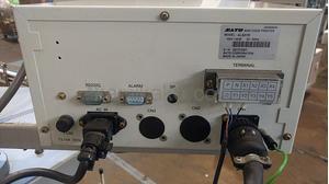 """高速シール貼り付け機(オートラベラー) タフアームAL800シリーズ AL801R """"最大80mm幅対応"""" サトー(SATO)製 「箱物やトレーパックのシール貼りを効率化!」"""